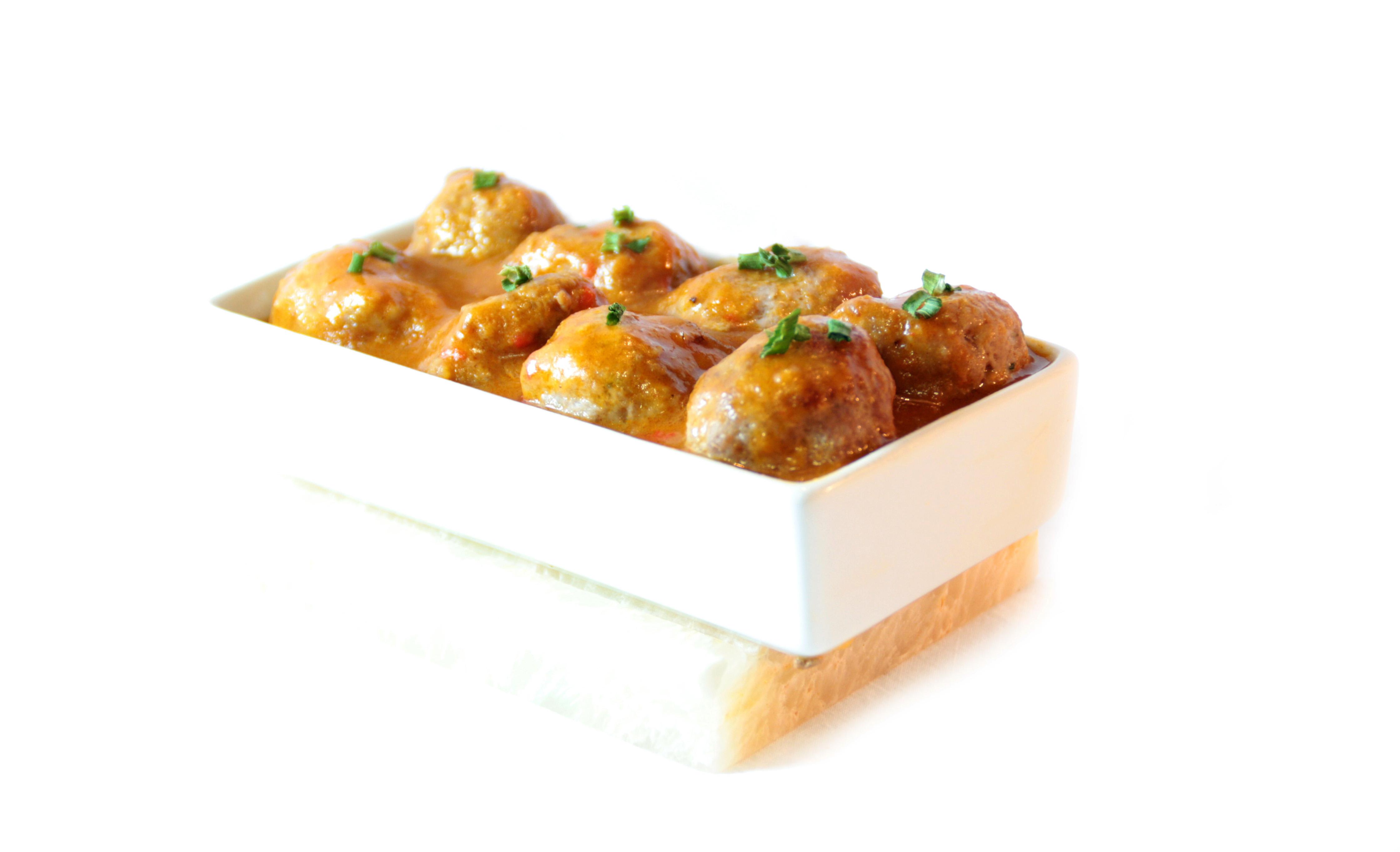 Albóndigas mixtas EROSKI con salsa de almendras