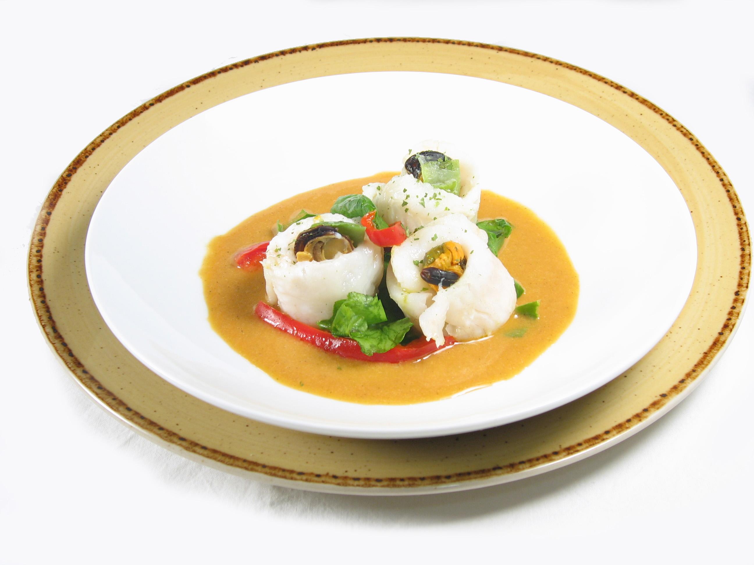 Filetes de merluza EROSKI con salsa de mejillones