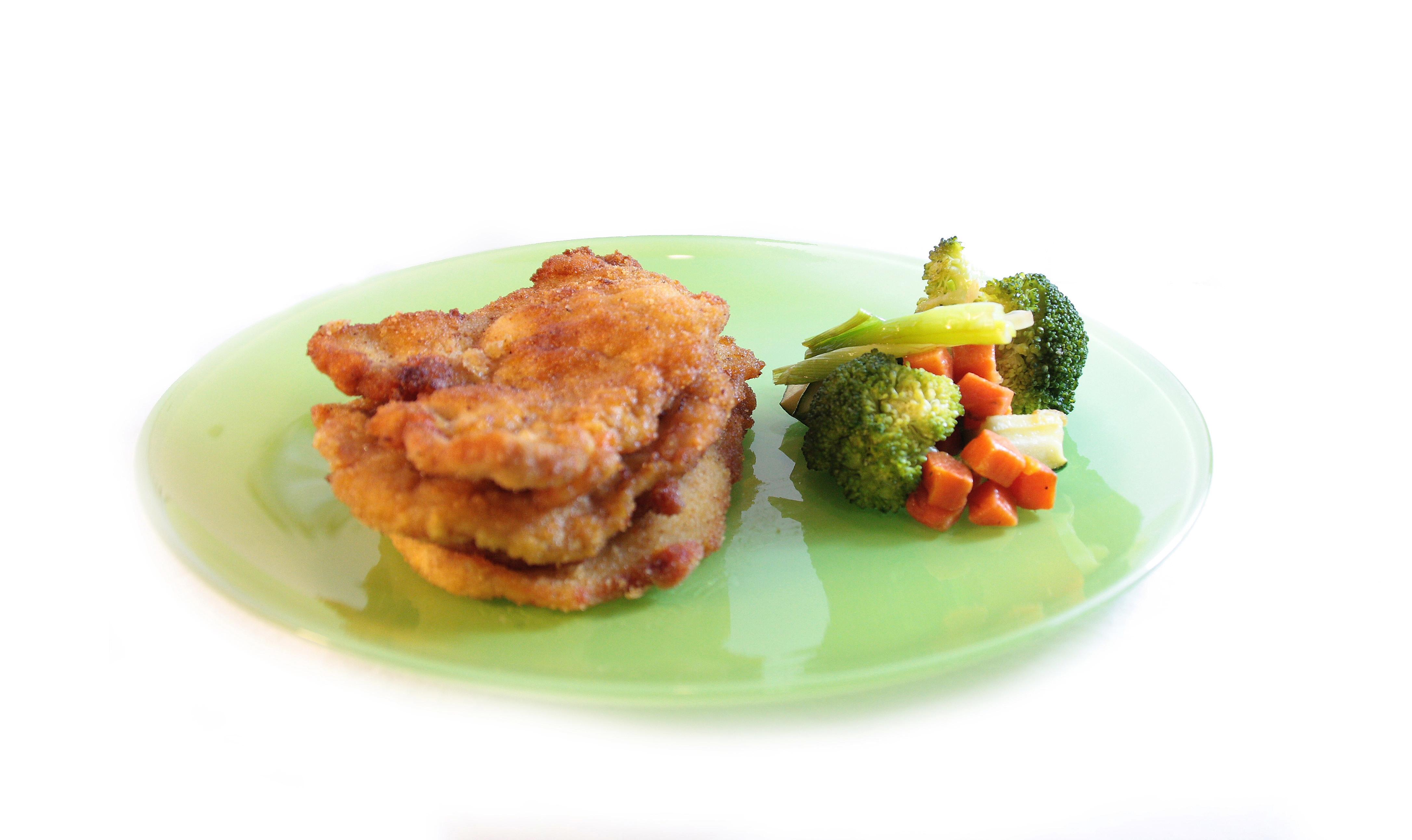 Lomo de cerdo EROSKI SeleQtia empanado con guarnición de verduras escaldadas