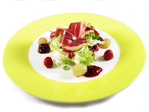 Ensalada de jamón de pato Eroski SELEQTIA con frutas del bosque