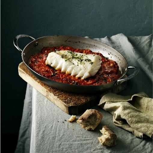 Skrei al horno con tomate y ajo