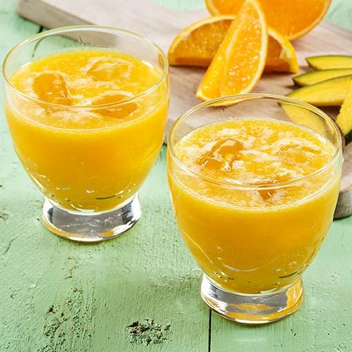 Zumo de mango y naranja con robot de cocina